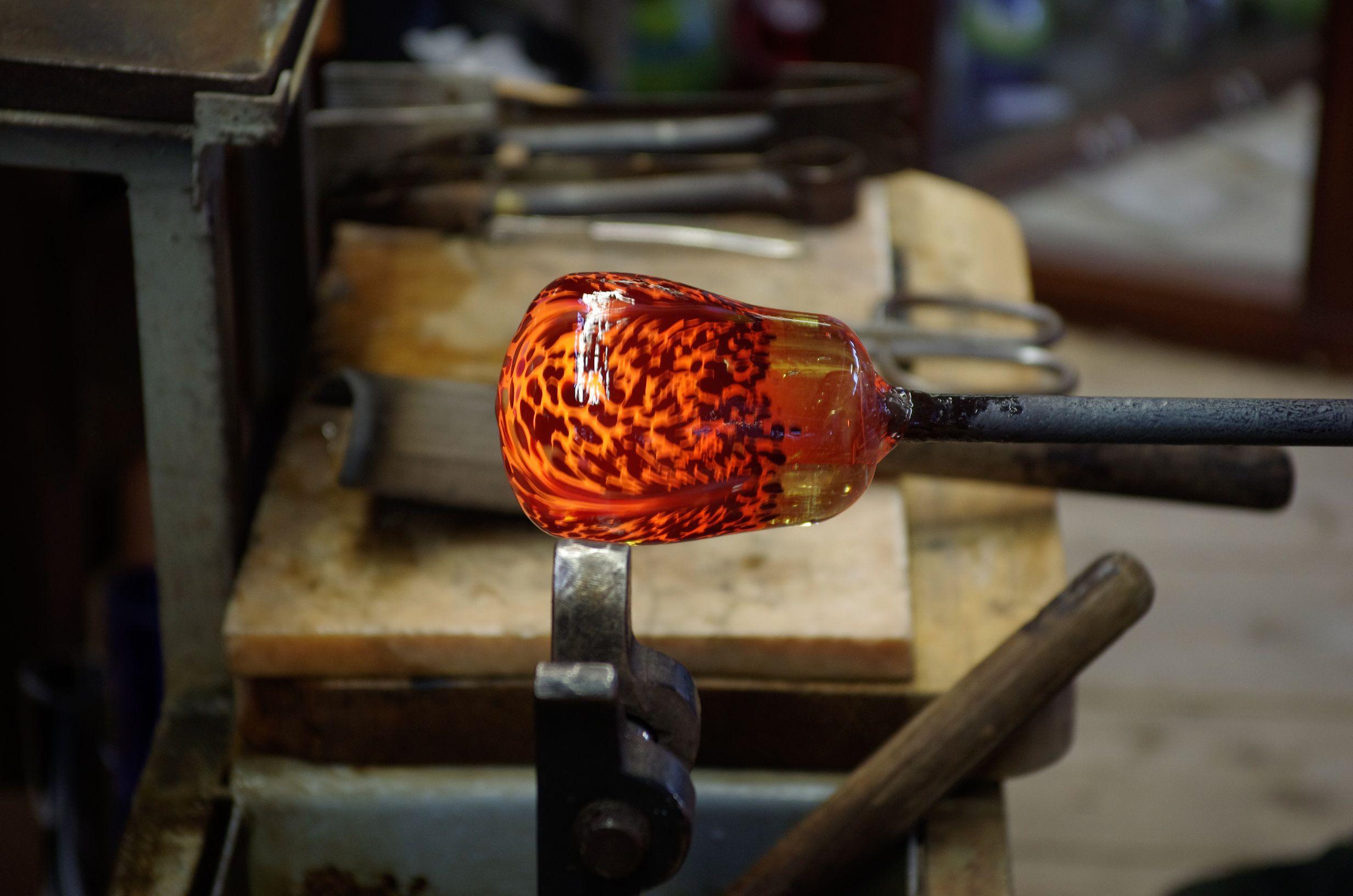Glasherstellung in der Dorotheenhütte in Wolfach im Kinzigtal, der letzten Glashütte im Schwarzwald