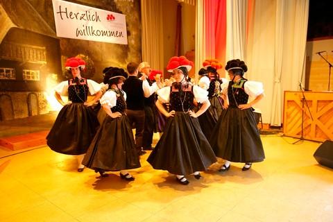 Trachten-Tanzgruppe Kirnbacher Kurrende beim Erntedankfest - Kinzigtal, Schwarzwald