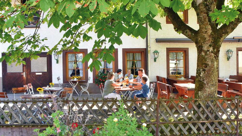 """Gasthaus zum Hirsch """"Monika"""""""