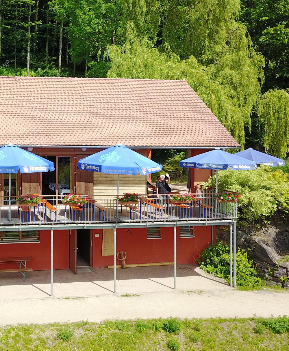 Servicegebäude mit Terrasse der Schnellinger Silberstub