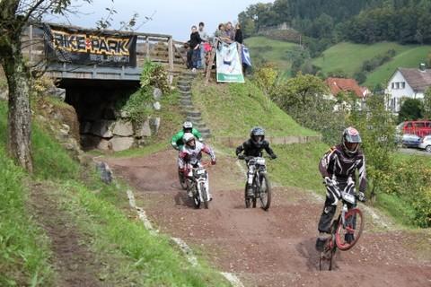 Spannende Rennen im Bikepark Wolfach im Kinzigtal, Schwarzwald