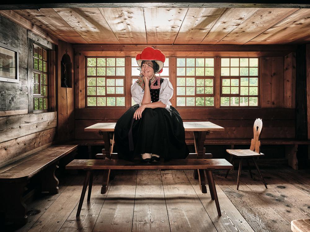 Trachtenmädel im Schwarzwälder Freilichtmuseum Vogtsbauernhof in Gutach